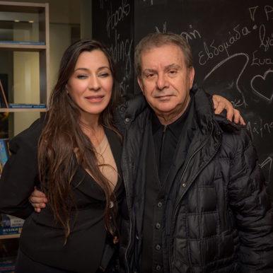 Δρ. Παρή Ράπτη και ο τραγουδιστής Μανώλης Μητσιάς