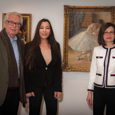 Δρ. Παρή Ράπτη στην έκθεση ζωγραφικής Θάλειας Φλωρά-Καραβία και Σοφίας Λασκαρίδου