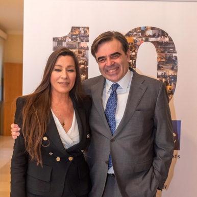 Η Δρ Παρή Ράπτη, Ιατρός και μέλος του Διεπιστημονικού Συμβουλίου του ΕΟΠΕ και ο κος Μαργαρίτης Σχοινάς, κύριος εκπρόσωπος τύπου της ευρωπαϊκής επιτροπής
