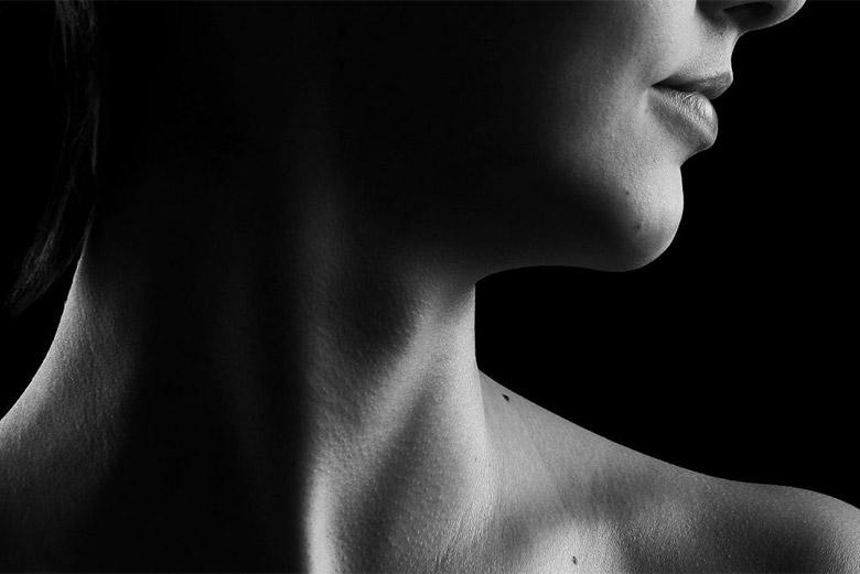 Με ποια συμπτώματα εκδηλώνεται η υποξεία θυρεοειδίτιδα και πώς αντιμετωπίζεται;